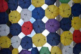 umbrellas-567446_640